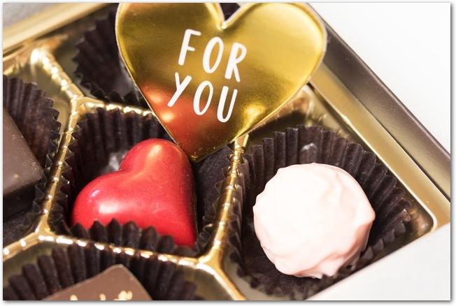 バレンタインチョコレートとメッセージカード