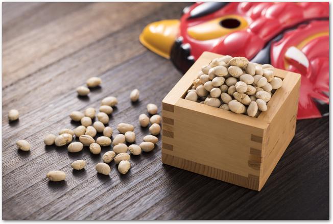 鬼のお面と節分の豆