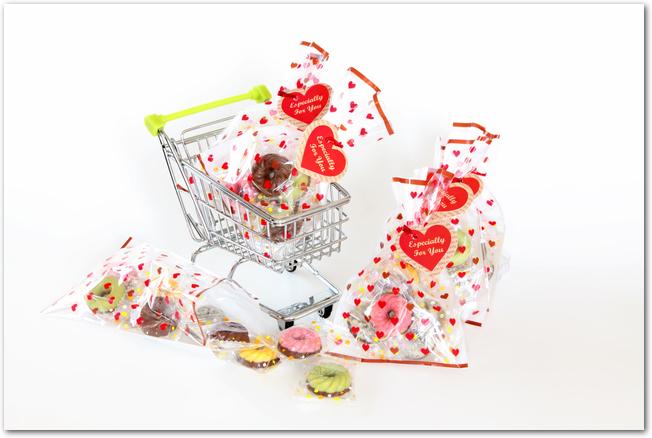 バレンタインチョコレートをいろいろなラッピングで飾る