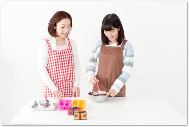 パン作り教室に参加する女性たち