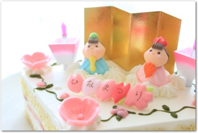 ひな祭りのかわいらしいケーキ