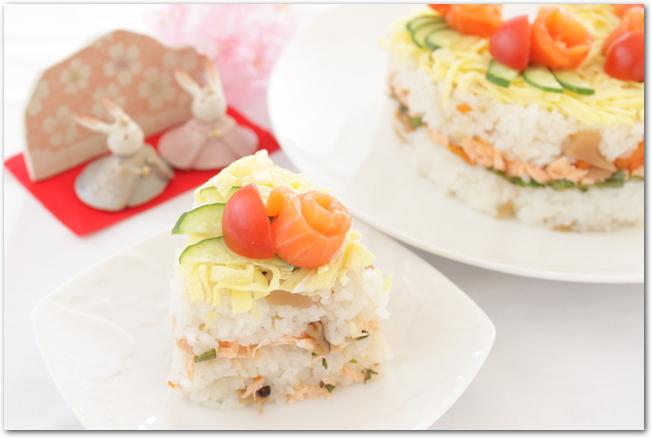 カラフルな寿司ケーキ