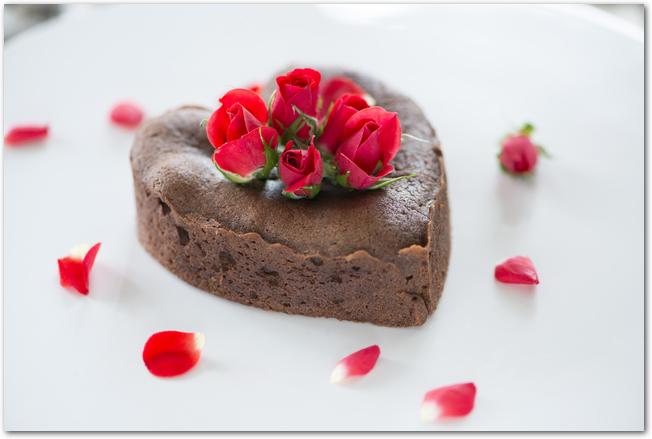 バレンタインらしいハートのチョコレートケーキ
