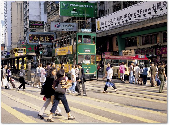 香港でにぎわっているショッピング街