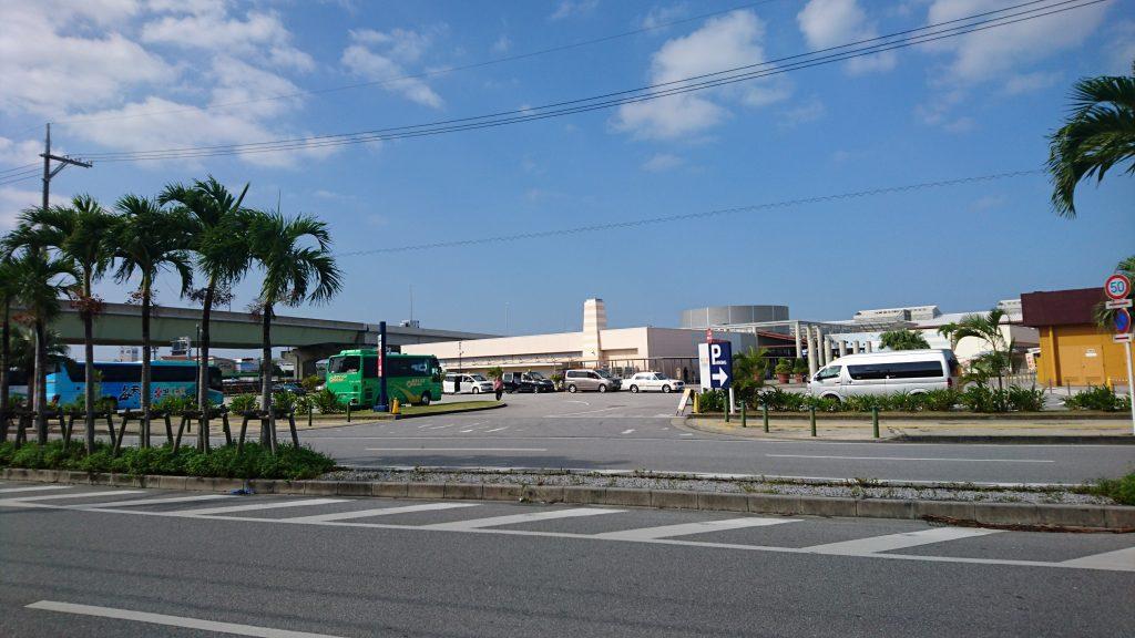 あしびなーのバス停留所
