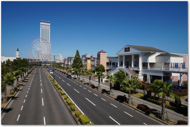 りんくうプレミアムアウトレットの道路と建物