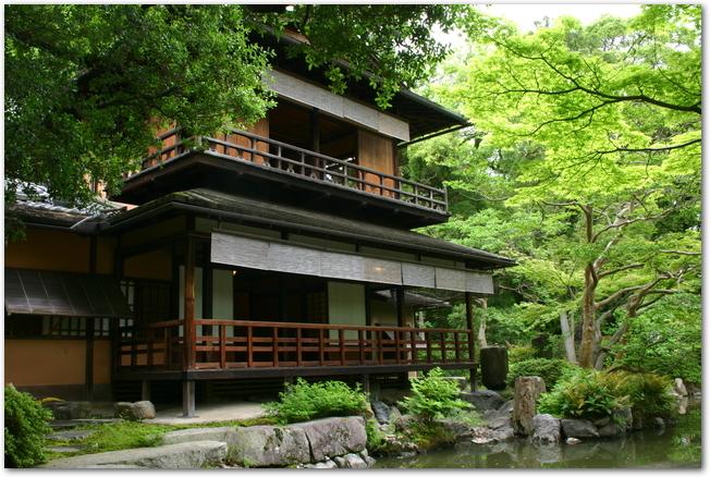 京都御所内の拾翠亭の外観