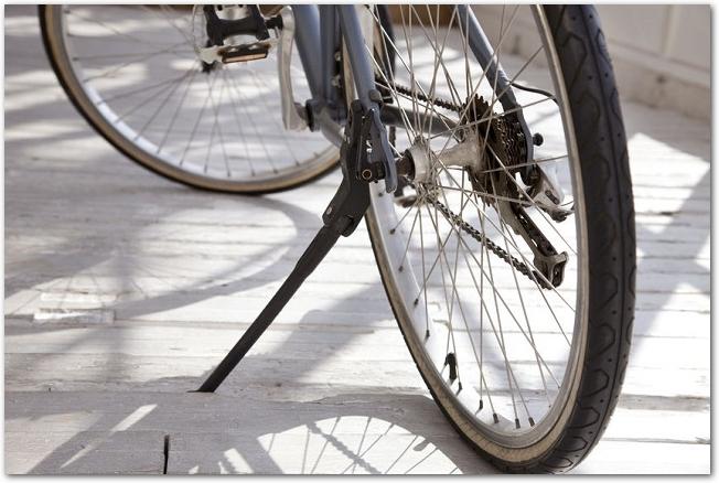 自転車を後輪の方から見た様子