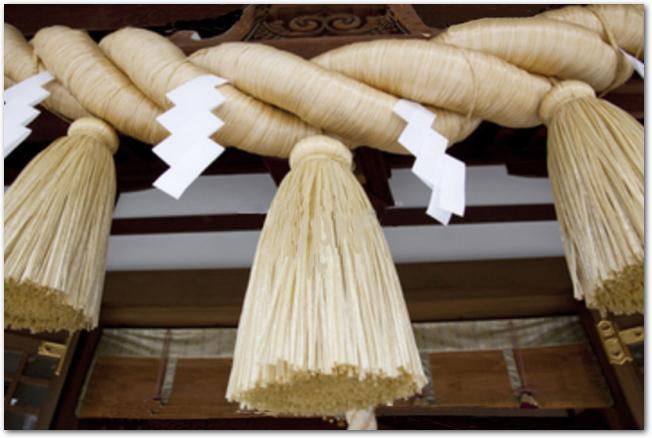 神社に飾られているしめ縄